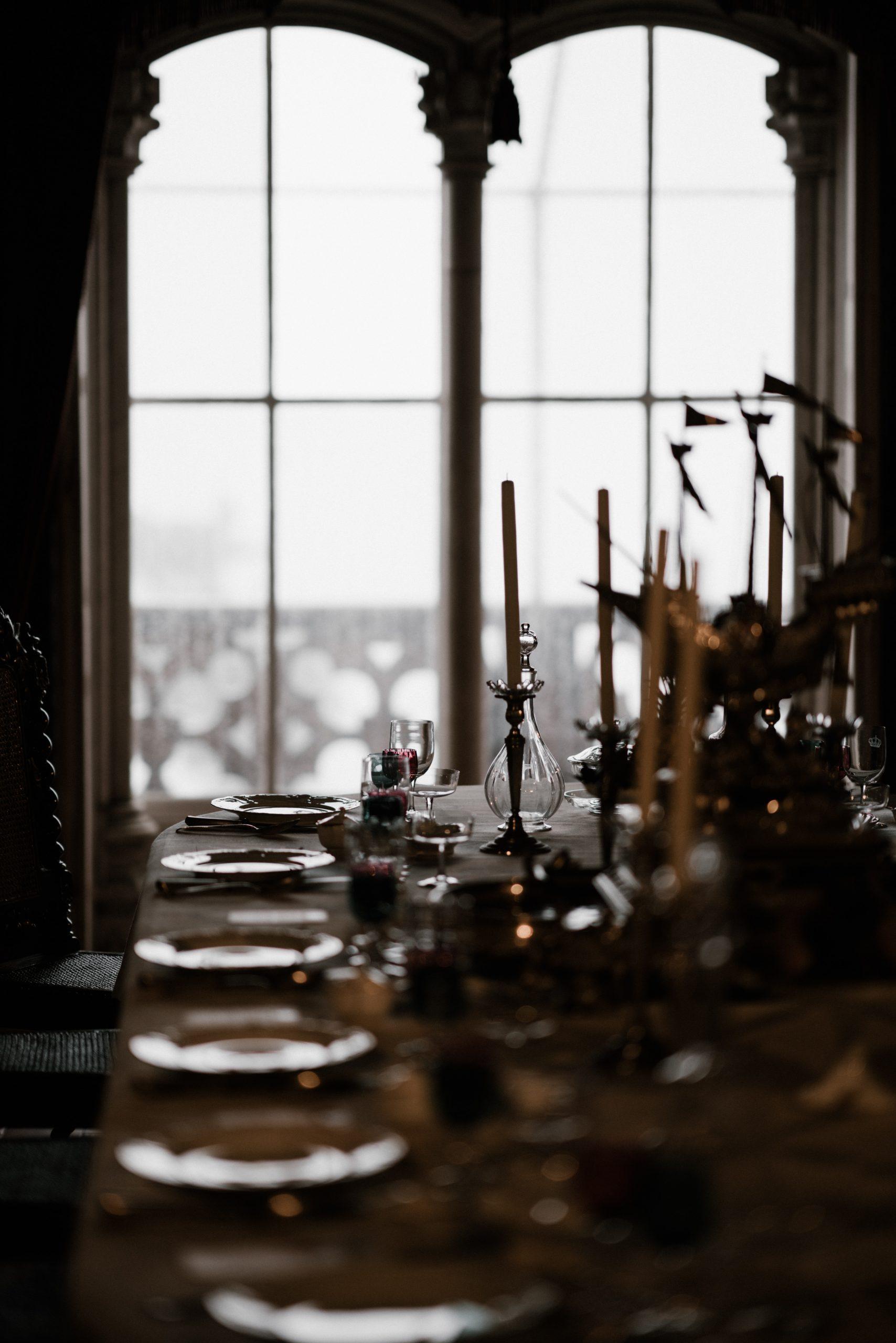 En tout il y a des merveilles. Tout le monde à table : entrez, il y a des Dieux aussi dans la cuisine !